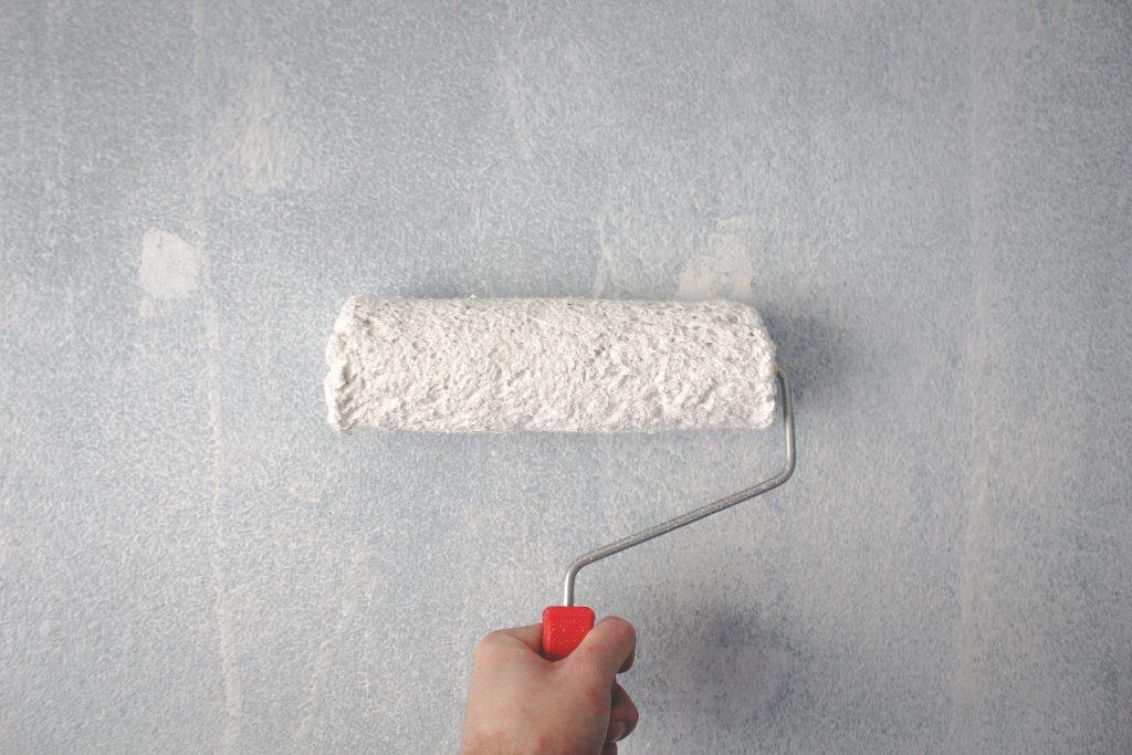 cómo pintar paredes como un profesional con rodillo